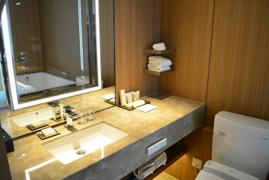 ヒルトン大阪の洗面台・浴室